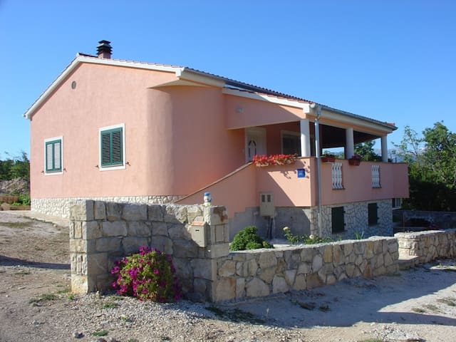 Peaceful accomodation near the sea  - Pridraga - Daire