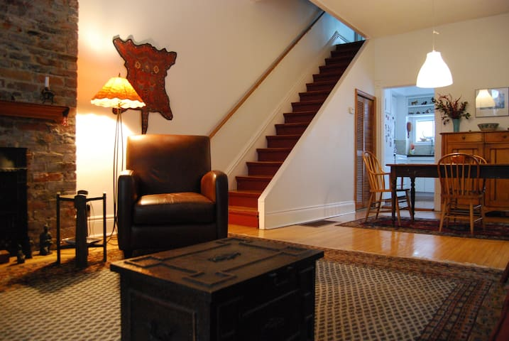 Lovely Large Room in the Annex - Toronto - Bed & Breakfast