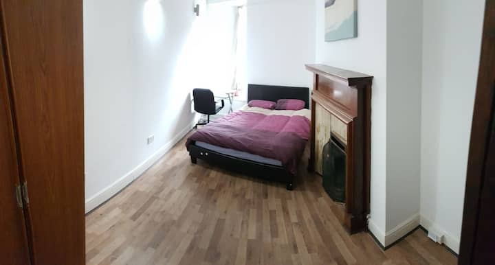 Double Spacious  room in Charminster road