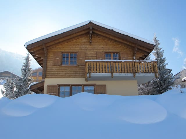 Calm, centrally located cozy chalet - Haute-Nendaz - House