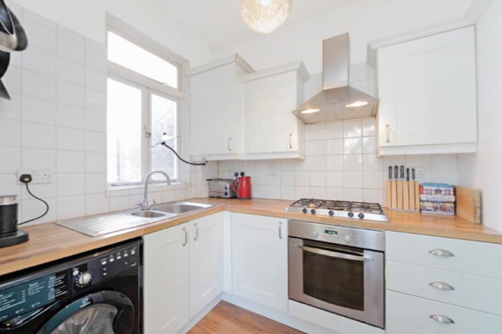 Fully fitted kitchen with washing machine / tumble dryer
