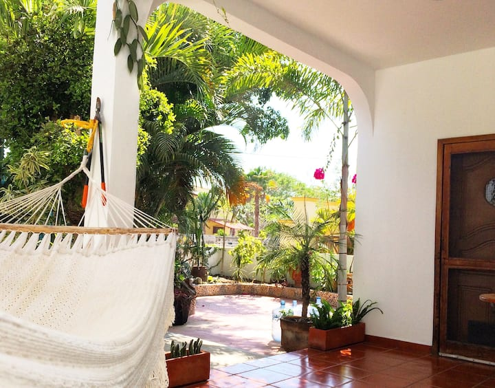 Los Sueños- BEST SUMMER RATES- 1 block to beach!