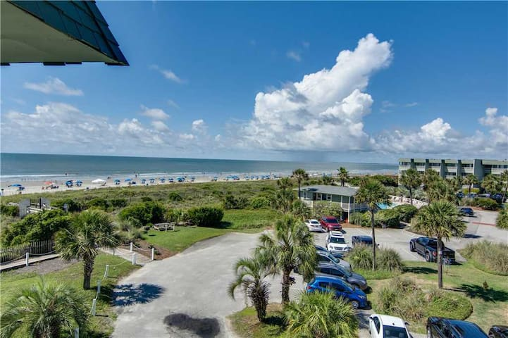 3rd Floor Ocean Front Views in the Heart of IOP, Enjoy Easy Beach Access, Fishing Pier and Pool!
