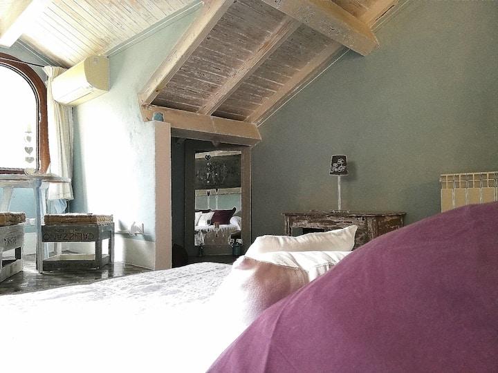 """Luxury Room in Pigna """" La Romantique"""""""