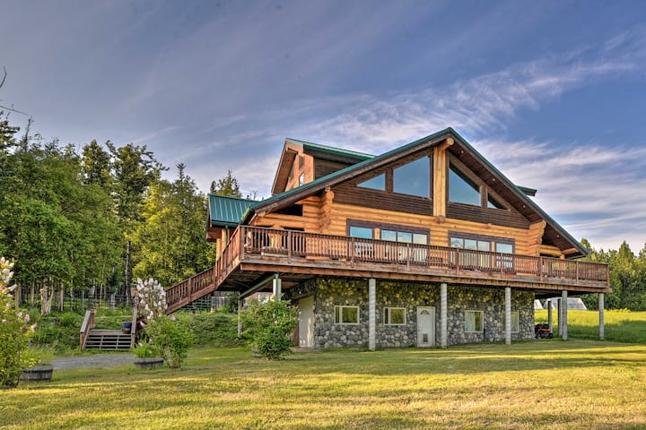 NEW! Legacy Mountain Lodge: 40-Acre Ranch w/Views!