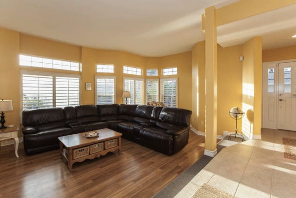 Living room w/Large leather sectional, fireplace and big screen TV