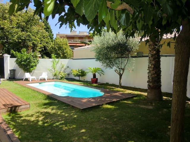 Maison contemporaine avec piscine  - Marsylia - Dom