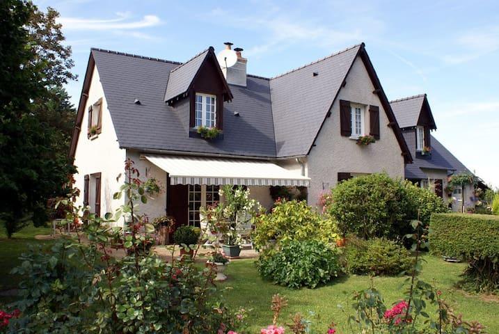 VILLA GARNIER chambres d'hôtes - Saint-Michel-sur-Loire - วิลล่า
