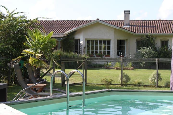 Villa entre océan et Bordeaux - Le Taillan-Médoc - Villa