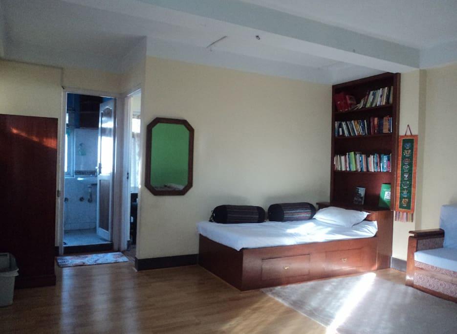 Cozy place near tourist area of thamel kathmandu for Semplice casa con 3 camere da letto piani kerala