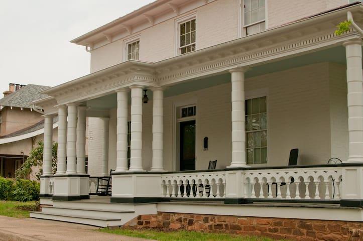 Historic Downtown Apt, 1870s House - Charlottesville - Apartment
