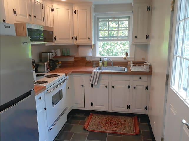 Efficient and fully equipped kitchen. New stainless steel fridge and microwave.