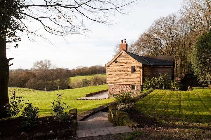romantic cottage on private estate - Cheshire East - House