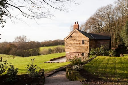 romantic cottage on private estate - Cheshire East - Ev