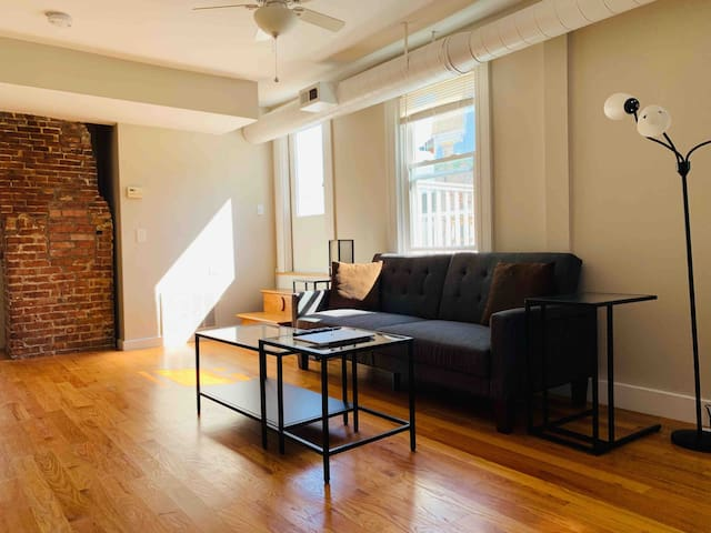 Cozy Loft Centrally located ~ Off Fed Hill Strip!!