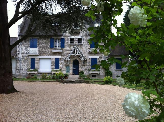 House Fontainebleau - Fontainebleau - House