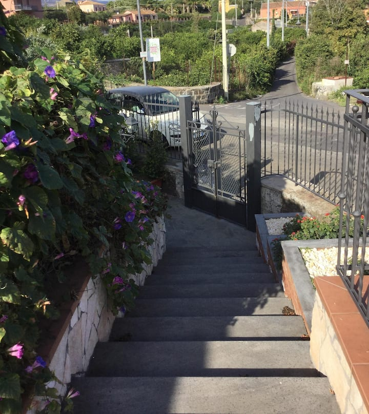 Villa la scogliera , a due passi dal mare