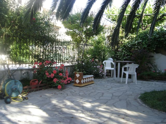 Big flat in Peraia providing garden - Perea - Huoneisto