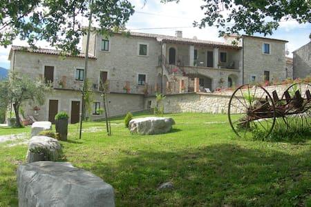 Antico borgo in pietra  - Abbateggio