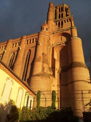 Appart. au pied de la cathédrale !