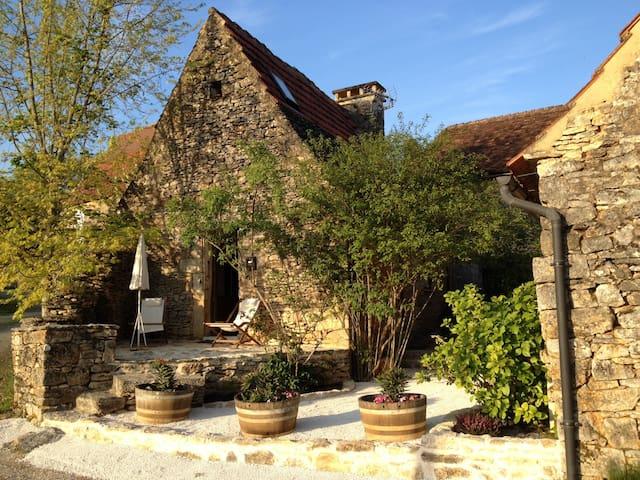 Maisonnette près de SARLAT - Castels - Huis