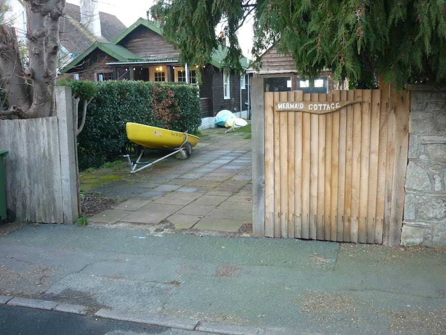 Front gate Bluett Avenue