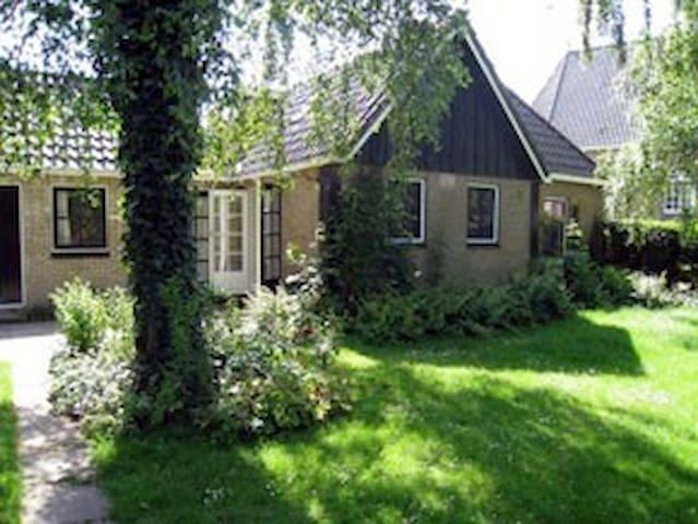huis met tuin bij Friese meren - Oudega - Бунгало