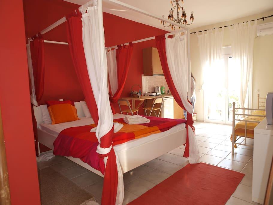 Appartamenti in affitto a grecia for Appartamenti budoni affitto agosto
