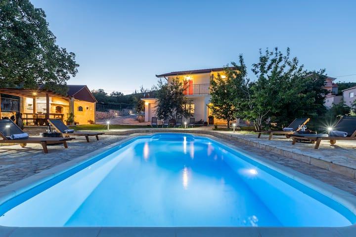 Villa Podrugovi Dvori with pool