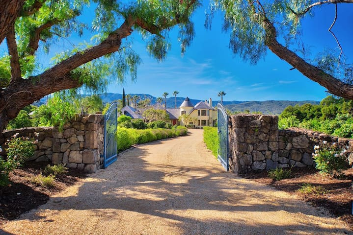 Casa Grande Ojai Retreat & Guesthouse, Sleeps 16