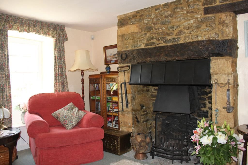 Working Inglenook fireplace, comfortable lounge with two settees and footstools.