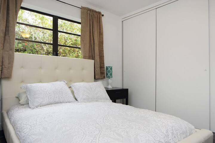 Villa Leo - 4 Bedroom Home in North Bay Village - North Bay Village - Villa