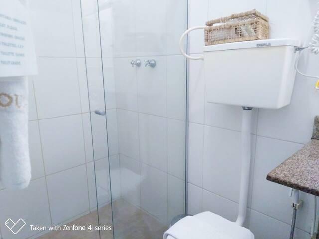 Banheiro do quarto.
