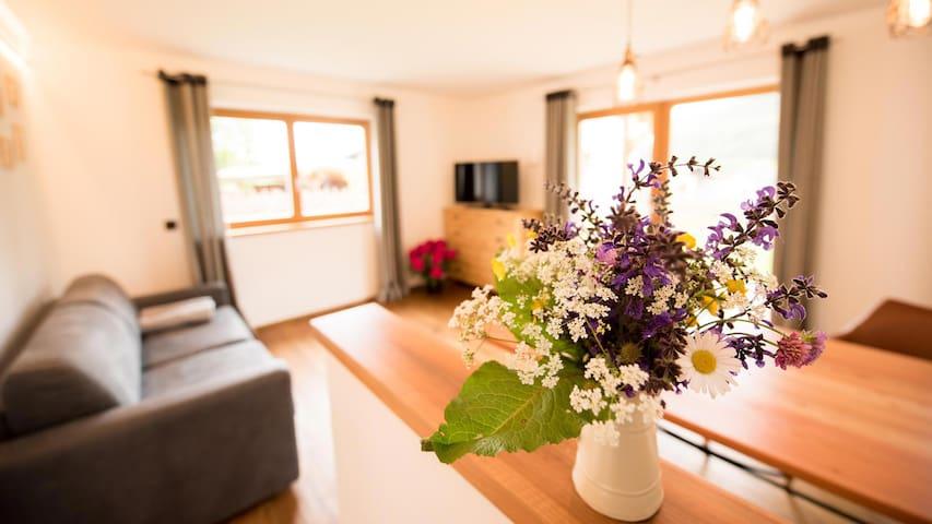 Wohnung Lärche mit Holzterasse und eigenem Garten