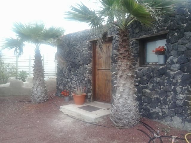 Natural space with surfboard rent - Teguise - Zomerhuis/Cottage
