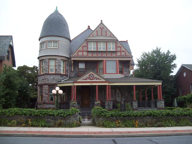 Hermansader's Victorian Mansion -  Bed & Breakfast - Columbia