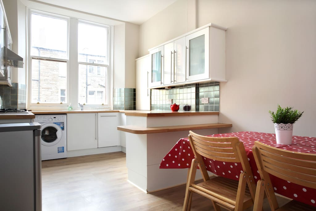 Spacious dining kitchen with new washing machine, dishwasher and oven