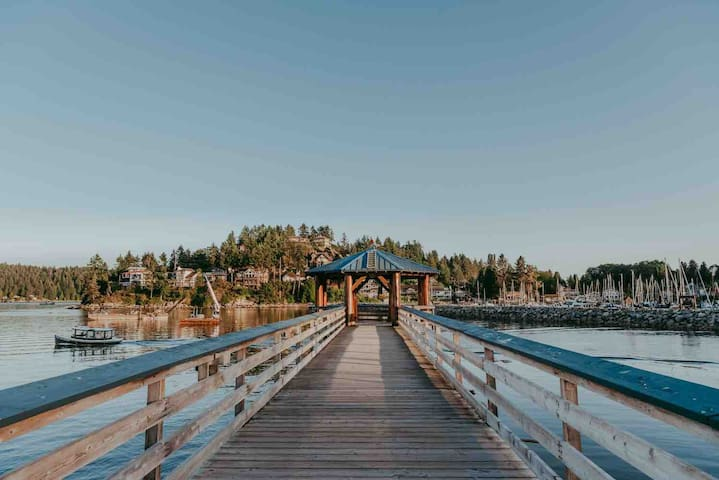 Pier with a beautiful view!   Photo: https://www.katiebowenphotography.com