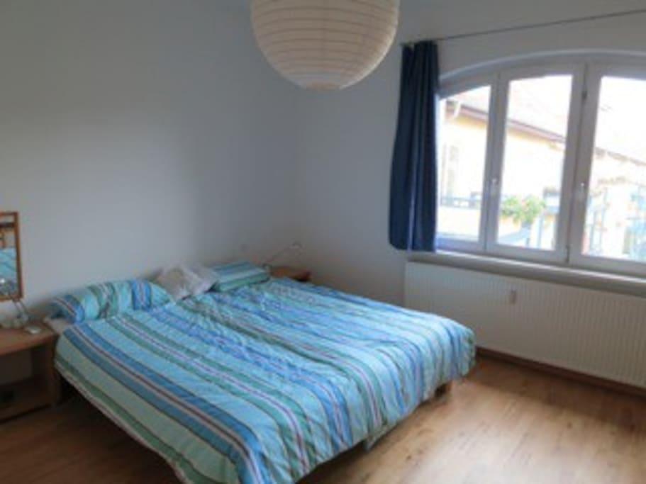 Schlafzimmer zum grünen Innenhof