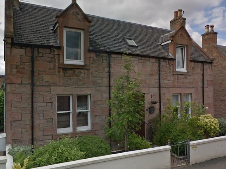 Centrally located Cottage Flat