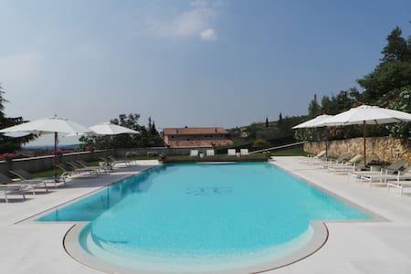 The RED House villa indipendente  - Valgatara - Villa