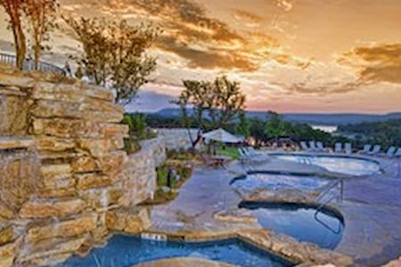 Breathtaking View Lake Travis Villa - Jonestown