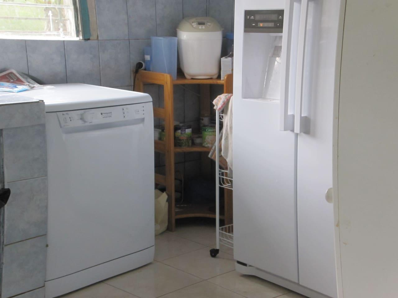 Lave-vaisselle et réfrigérateur congélateur...