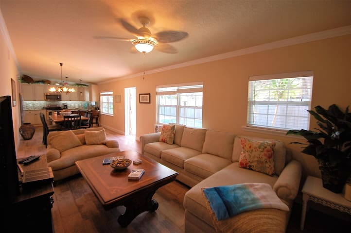 Abaco Suite at Christopher's at 2Eleven - Cocoa Beach - Villa