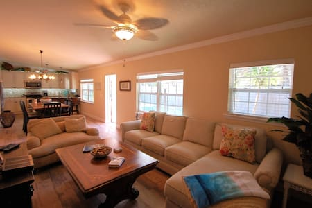 Abaco Suite at Christopher's at 2Eleven - Cocoa Beach