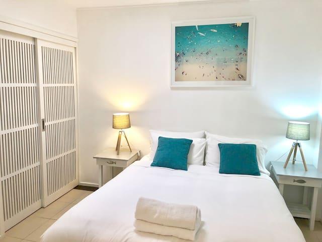 3 Bedroom Ocean Front Roof Top Spa Apartment