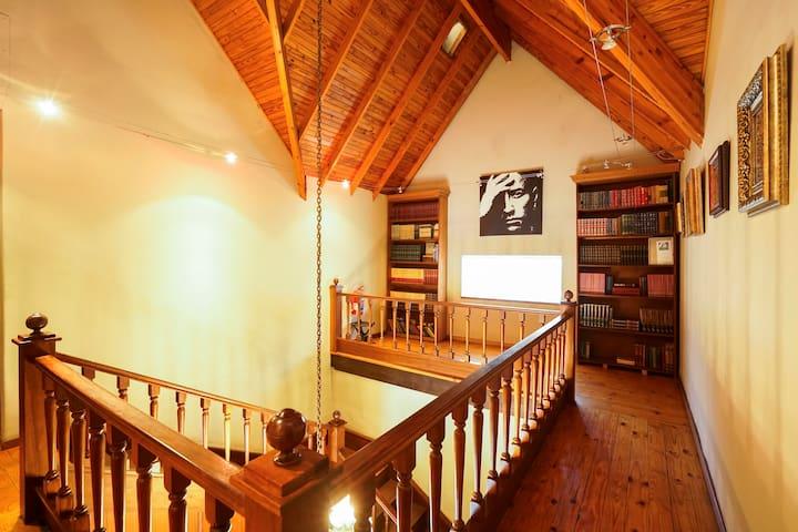 Constantia Guest Lodge Chardonnay Exec. En-Suite