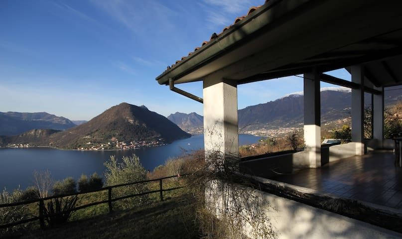 Villa unique view of Montisola - Iseo Lake - Sulzano