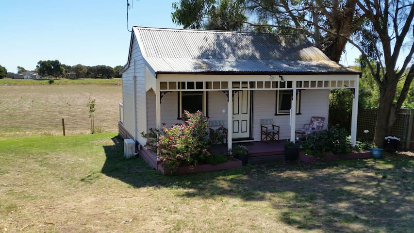 LILAC COTTAGE 2 night min. stay - Port Fairy - Hus