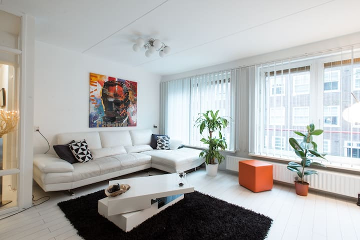 Spacious modern 2 bedroom apartment